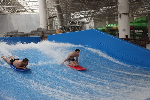Simulating Flowider Water Surfriding Theme Park Equipment Surf Boarding